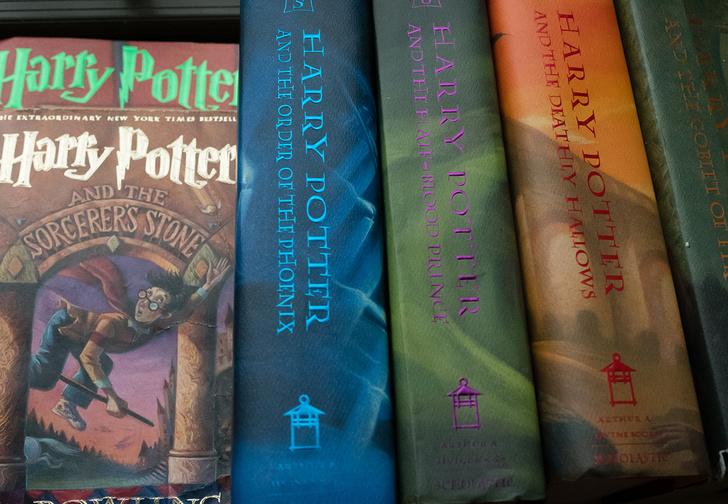 Фото №1 - В США католическая школа запретила детям читать «Гарри Поттера», потому что в книгах «настоящие заклинания»