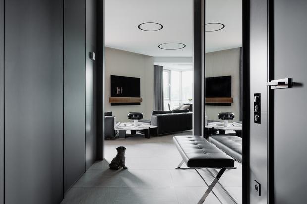 Фото №13 - Строгий интерьер в черно-белой гамме для холостяка