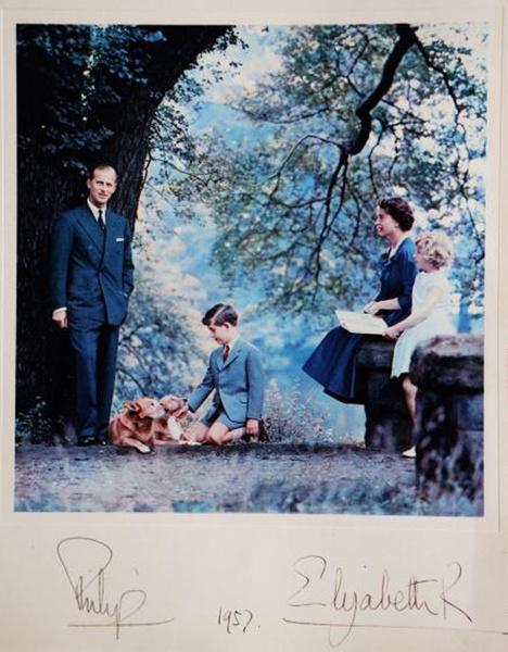 Фото №2 - Самые трогательные рождественские королевские открытки прошлых лет