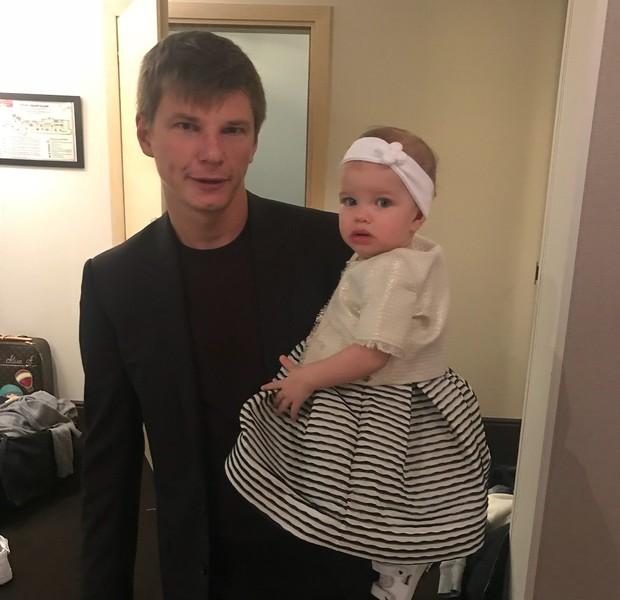 Фото №1 - Жена Аршавина требует от футболиста 4 млн рублей на алименты