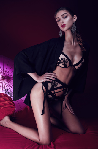 Фото №2 - Новогодний лукбук от «Бюстье»