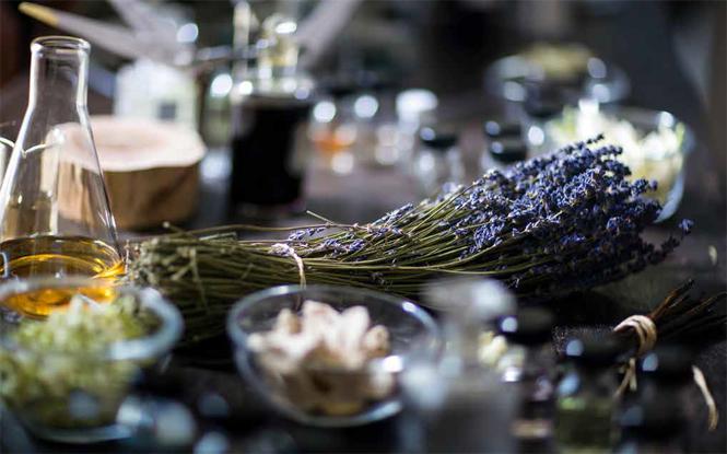 Фото №4 - Mon Guerlain: секретные ингредиенты нового аромата