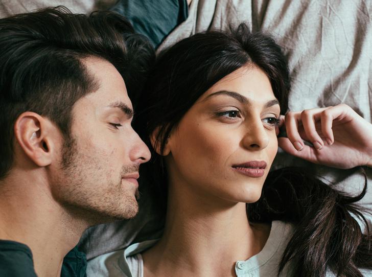 Фото №1 - Вопрос с подвохом: должны ли супруги спать в одной постели