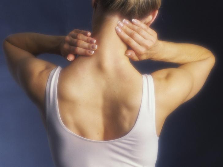 Фото №1 - Советы остеопата: как убрать холку на шее