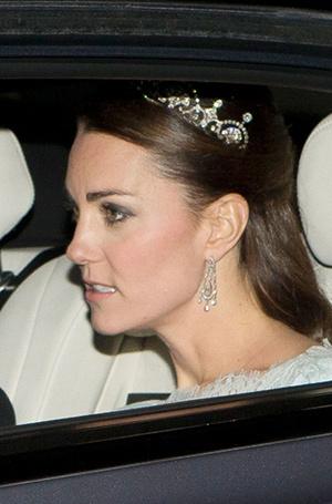 Фото №3 - Почему герцогиня Кембриджская так любит тиару «Узелки любви»