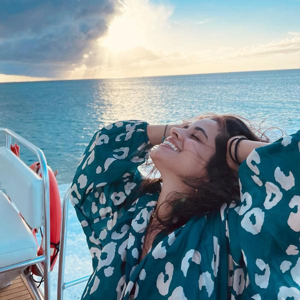 Фото №1 - Идеальный образ для отдыха на море: показывает Камила Кабелло 🌊