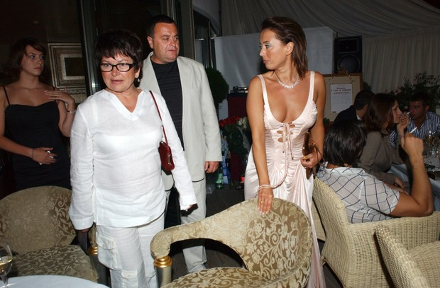 Фото №2 - СМИ: родители Фриске предложили Шепелеву выкупить для Платона их доли в принадлежавшей певице квартире
