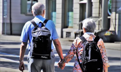 Фото №1 - Продолжительность жизни резко сократилась, а число долгожителей выросло. Демограф — о статистической аномалии ковидного времени