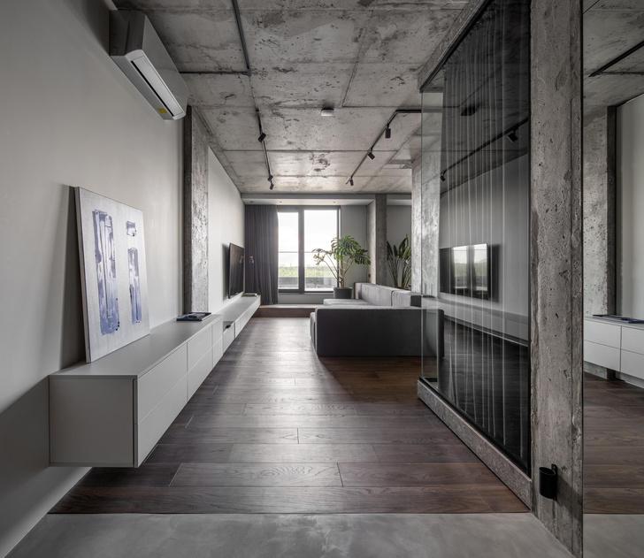 Фото №1 - Брутальная квартира 82 м² с ванной за стеклом