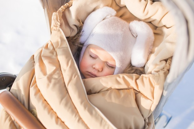 Фото №2 - Сон ребенка на балконе в морозную погоду: за и против