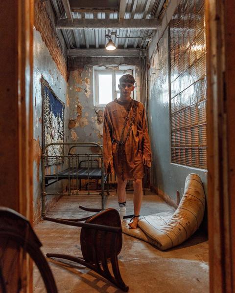Фото №6 - Одиночество в дурдоме: сумасшедшая фотосессия Артура Бабича 🤯