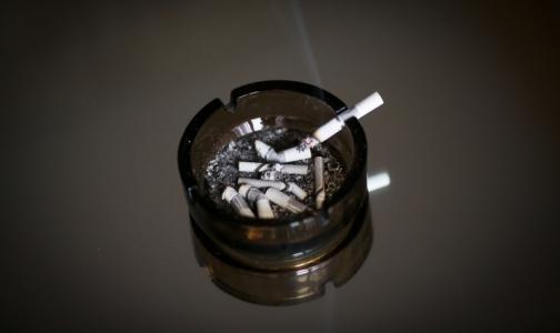 Фото №1 - В психоневрологических интернатах хотят разрешить курить