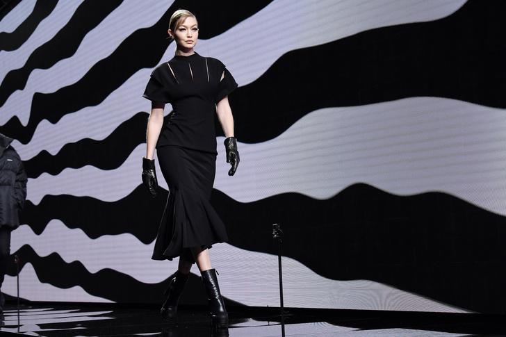 Фото №6 - Мадонны 21 века: почему современные модели отворачиваются от своих детей на фото