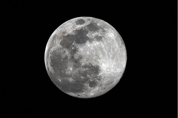 Фото №1 - Трамп подписал указ о коммерческой добыче ресурсов на Луне