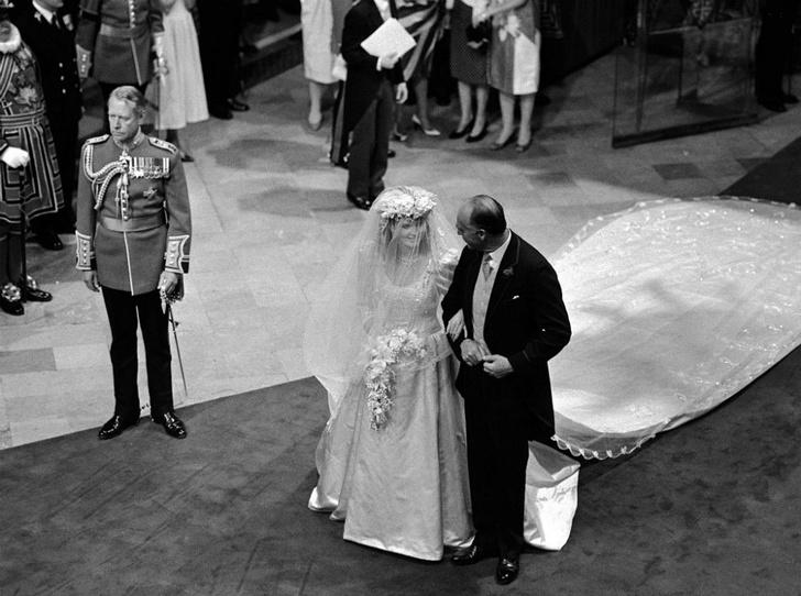 Фото №3 - Назад в прошлое: самый трогательный момент свадьбы Сары Фергюсон и принца Эндрю