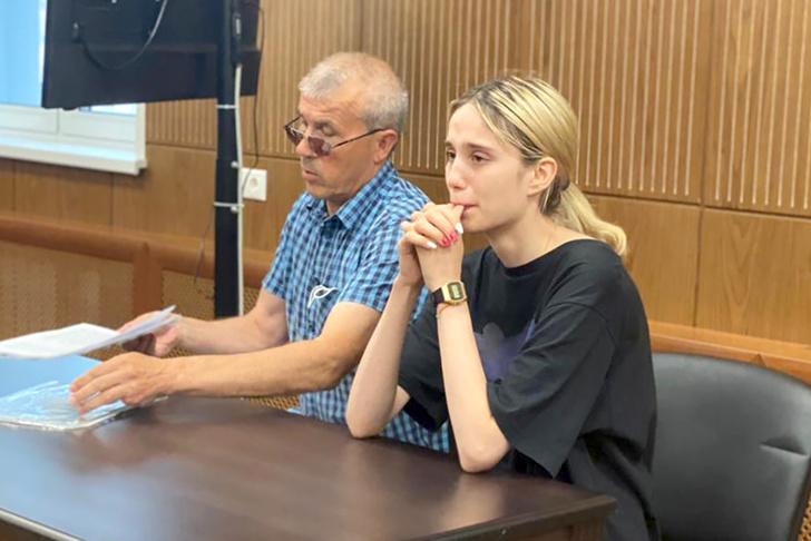 Фото №1 - «С нашей девочкой все будет хорошо»: «мать» Валерии Башкировой, сбившей троих детей, пообещала освободить дочь
