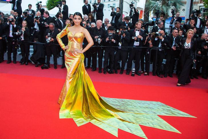 Фото №6 - 10 самых нелепых образов звезд в блестящих платьях