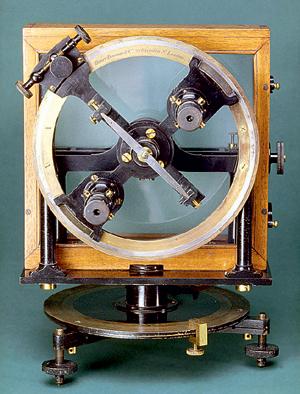 Фото №1 - Куда покажет стрелка компаса на магнитном полюсе?