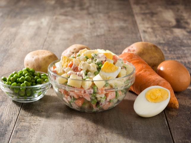 Фото №2 - Оливье: история появления и оригинальный рецепт салата