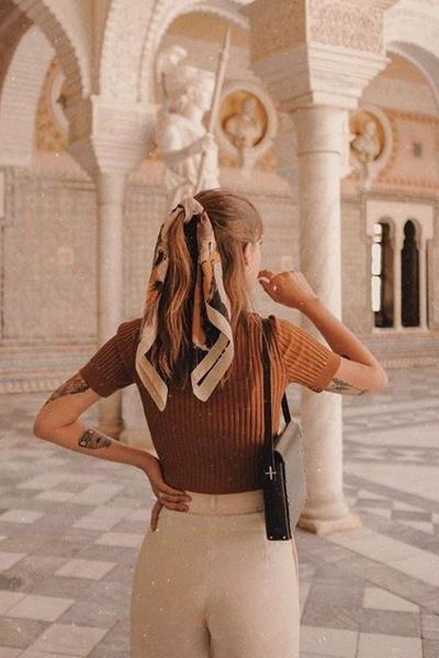 Фото №5 - 7 способов завязывать модную бандану как у Вали Карнавал и Евы Миллер