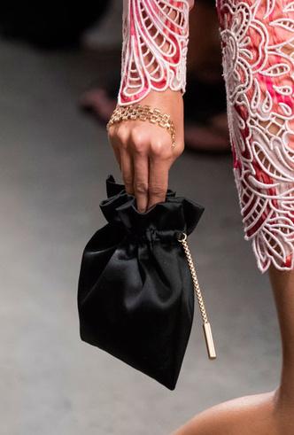 Фото №2 - Самые модные сумки весны и лета 2020
