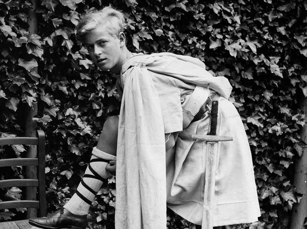 Фото №1 - Молодой принц Филипп: редкие и забытые фото супруга Елизаветы II