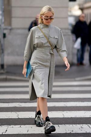 Фото №3 - Как носить кожаные рубашки: стильные идеи на каждый день
