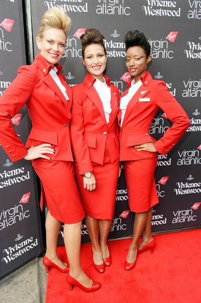 Фото №1 - Вивьен Вествуд создала форму для стюардесс