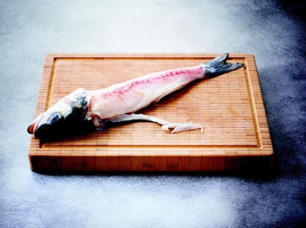 Фото №3 - Рецепт недели: сибас в тесте с соусом «Шорон»