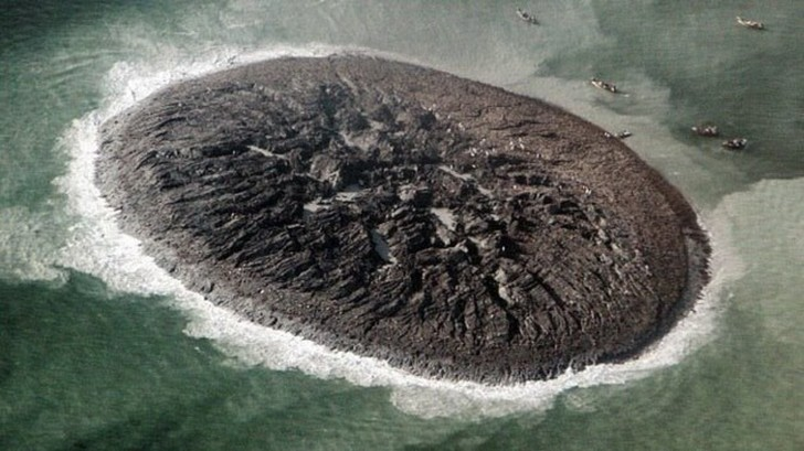 Фото №1 - Земля драконов, тайная база нацистов и еще пять островов с секретами
