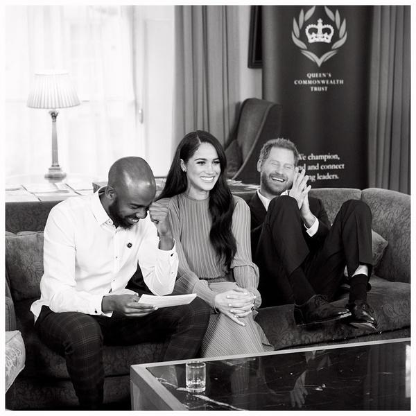 Фото №1 - Принц Гарри и Меган Маркл выпустили праздничный подкаст