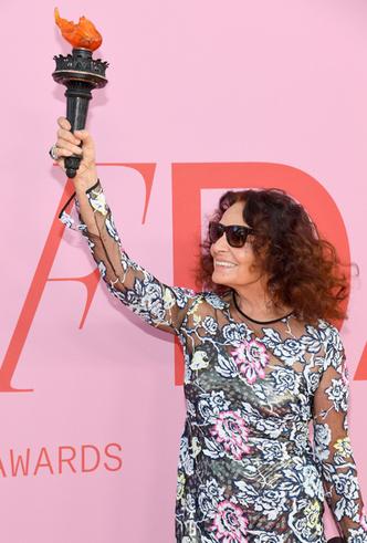 Фото №33 - Лучшие звездные образы на ковровой дорожке CFDA Fashion Awards 2019