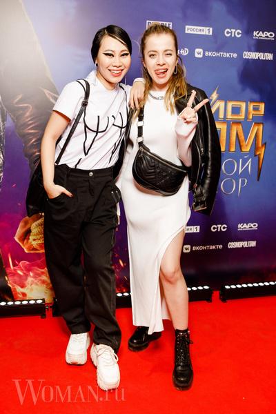 Фото №3 - Ян Гэ с «нарисованной грудью» и спортивная Студилина на премьере фильма «Майор Гром: Чумной Доктор»