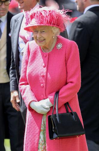 Фото №10 - Королева стиля: 5 образов Елизаветы II на Royal Ascot
