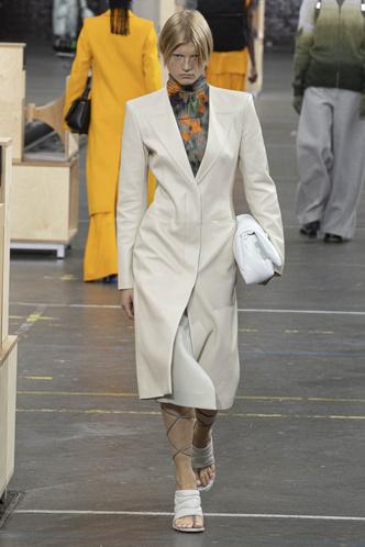 Фото №58 - Полный гид по самой модной верхней одежде на осень и зиму 2021/22