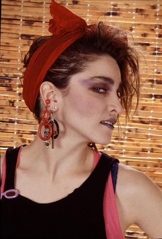 Фото №8 - Серьги с претензией: что такое statement earrings и почему они вам нужны