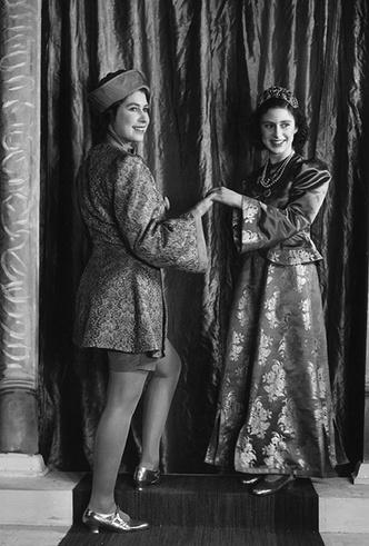 Фото №18 - Рождественский театр Виндзоров: как принцессы Елизавета и Маргарет поднимали боевой дух нации