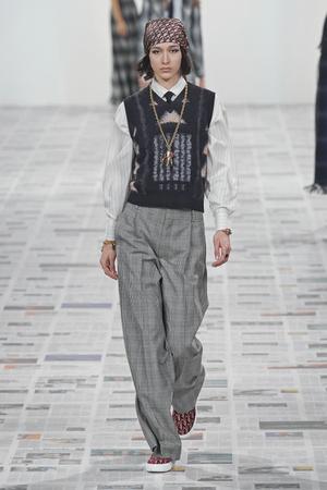 Фото №14 - Вместо джинсов: модные брюки осени и зимы 2020/21