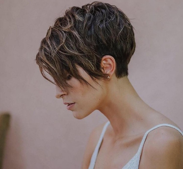 Фото №5 - Короче! 80 стильных стрижек для тех, кому надоели длинные волосы