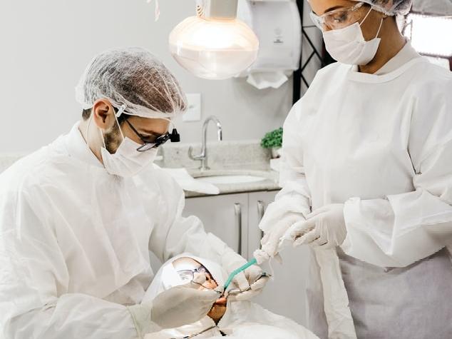 врачи удалили опухоль языка, заменив недостающую часть органа лоскутом с предплечья пациента