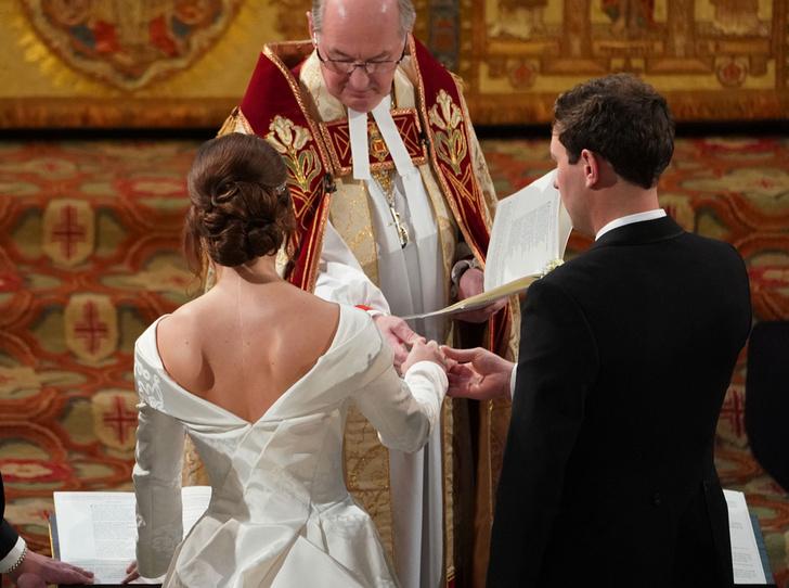 Фото №10 - Настоящая принцесса: свадебный образ Евгении Йоркской