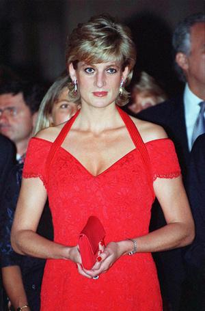 Фото №28 - 70 красных нарядов: как принцесса Диана носила любимый цвет