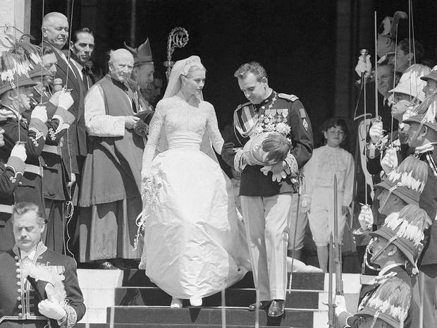 Фото №2 - Деньги раздора: почему свадьба Грейс Келли и князя Ренье III могла не состояться