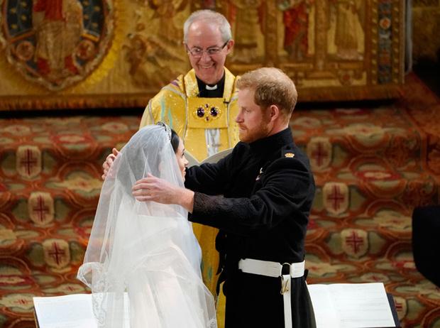 Фото №4 - Самые трогательные моменты королевских свадеб (о Гарри и Меган мы тоже не забыли)