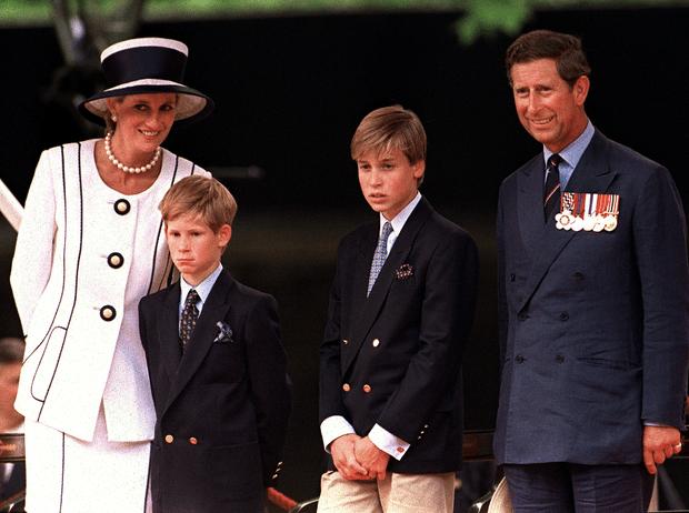 Фото №3 - Как Уильям и Гарри узнали о романе отца с Камиллой Паркер-Боулз