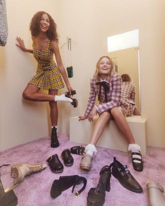 Фото №2 - Кардиганы, мини-юбки и воротнички: стиль школьницы из 90-х в новой коллекции Maje