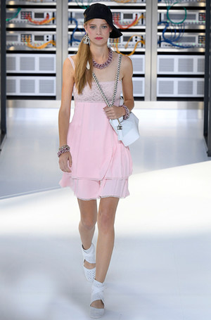Фото №5 - Хотеть не вредно: новая сумка Chanel's Gabrielle
