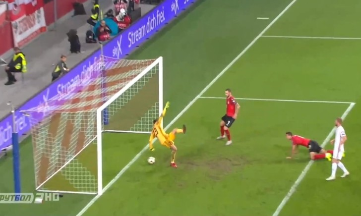 Фото №1 - Самый смешной автогол отбора на Евро-2020: вратарь забил сам себе (видео)