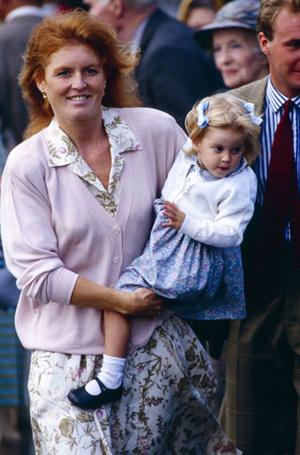 Фото №4 - Как Королева Елизавета поддерживает внуков