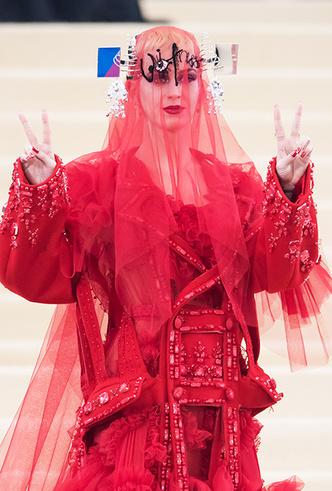 Фото №33 - История Met Gala: самые знаменитые наряды бала Института костюма